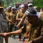 Ribuan Karyawan Perum Perhutani Gelar Demonstrasi di Madiun