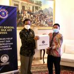 Bakti Sosial IKA UII, Mahfud MD dan Syarifuddin Serahkan Paket Sembako
