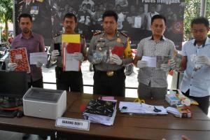 OTT Pungli di Trenggalek, Polisi Temukan 4 Amplop