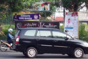 """Bertebaran, Spanduk Soeharto """"Bungkam"""" Tudingan Wasekjen PDIP"""