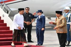 Tiba di Jatim, Presiden Jokowi Berpenampilan Ala Santri