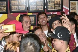 Keakraban Jokowi Bersama Milenial Tulungagung