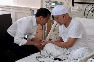 Jokowi Doakan Arifin Ilham Lekas Sembuh