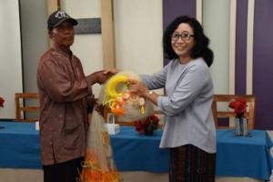Nelayan Surabaya Terima Bantuan
