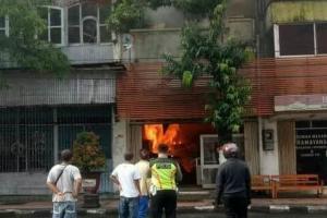 Kebakaran Hebat Landa Rumah Makan di Blitar