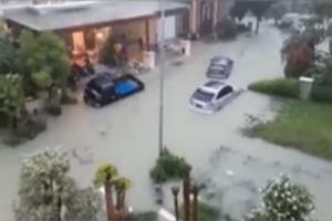 Tragis, Anak Tewas Terseret Banjir Saat Ayah Dorong Motor Mogok