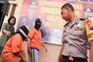 Polisi Ciduk 2 Perempuan Calo SIM di Sidoarjo