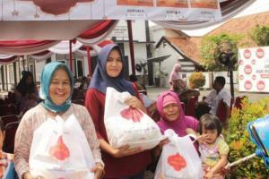 Murah, Sembako Relawan Jokowi Ludes Sekejap