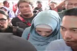 Dhani Tanya Kabar Keluarga ke Mulan Jameela