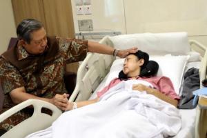 Jokowi dan Iriana Tiba di Singapura Jenguk Ani Yudhoyono