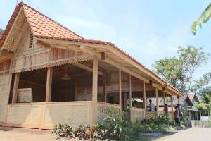 Pabrik Kereta Banyuwangi Adopsi Arsitektur Suku Osing