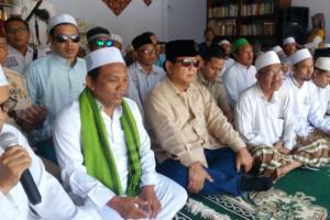 Prabowo Ziarah ke Makam Kiai As'ad Syamsul Arifin