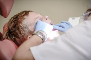 Cara Mengatasi Anak yang Takut Dokter Gigi