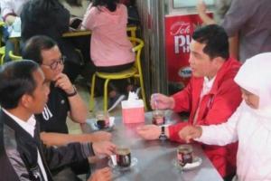 Khofifah Senang Jokowi Ngopi di Warungnya