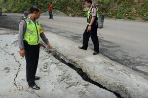Awas! Jalan Raya Ponorogo-Pacitan Ambles