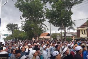 Massa Ikaba Banjiri PN Sampang Kawal Sidang Vonis Idris