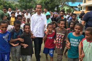 Jokowi 'Banjir' Dukungan, Prabowo Terkesan Eksklusif