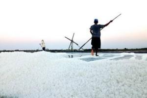 Khofifah: Garam Lokal Kalah Saing, Tak Heran Jika Impor!