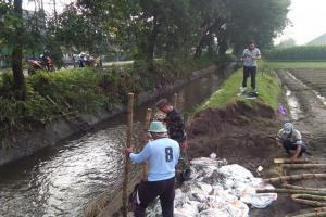 Pemkot Surabaya Perbaiki Tanggul Kali Lamong
