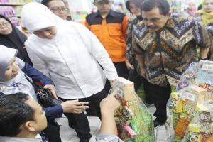Gubernur Jatim Inspeksi ke Toko Penjual Parsel Lebaran