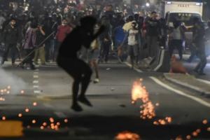 Demo Kembali Ricuh, Massa di Gedung Bawaslu Serang Aparat