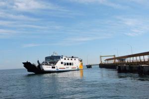Pemudik Antre Berhari-hari di Pelabuhan Jangkar