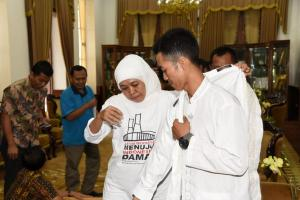 Bertemu Khofifah, Agus Salim Berjalan Kaki 46 Kilometer