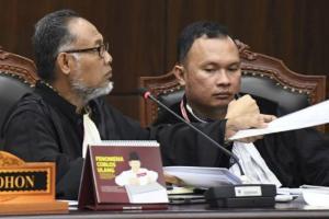Hakim MK Ancam Usir BW dari Ruang Sidang