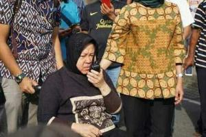 Risma Dipindah ke RSUD Soetomo, Tamu Belum Diizinkan Masuk