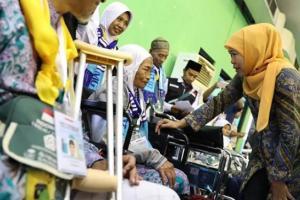 Khofifah Lepas Calhaj: Jangan Lupa Doakan Indonesia!