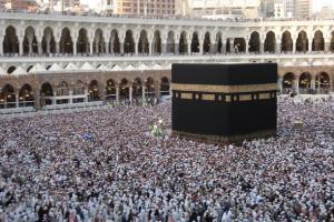 Gerakan Minum Bersama Diterapkan di Makkah
