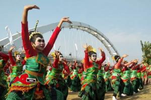 Ribuan Penari Thengul Meriahkan Pesta Rakyat