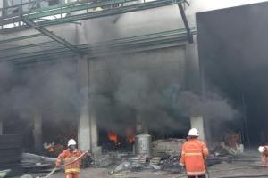 Gudang Terbakar di Surabaya, 3 Pekerja Terjebak