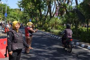 Keren! Anggota Linmas Surabaya Dilengkapi Rompi Antipeluru
