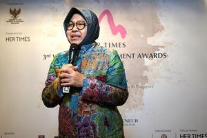 Risma, Puan, dan Yenny Wahid Terima Penghargaan Internasional