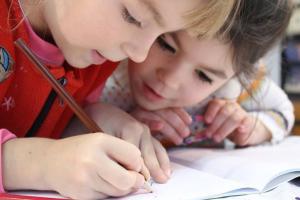 Anak 'Introvert' di Sekolah? Ini Saran Psikolog