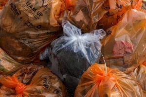 Pemkot Surabaya Larang Penggunaan Kantong Plastik