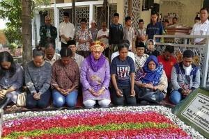 Mahasiswa Papua Ziarah ke Makam Gus Dur