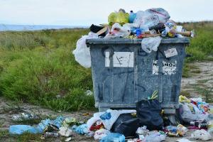 Warga Banyuwangi Perangi Sampah Plastik