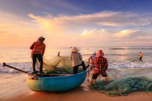 Khofifah Bakal Permudah Izin Nelayan Melaut