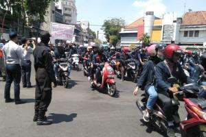 Massa Aksi Surabaya Menggugat Mulai Bergerak