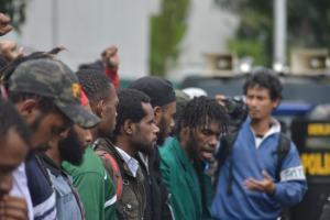 Bupati Mimika Cari Tahu Penyebab Pulangnya Mahasiswa Papua