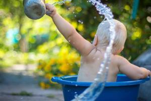 Manfaat Mandi Air Hangat untuk Anak