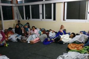 Angin Kencang Batu Paksa Ribuan Orang Mengungsi