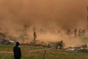 Angin Kencang Paksa Ribuan Warga Batu Mengungsi, Khofifah Turun Tangan