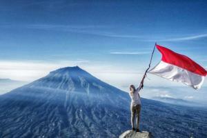 Mahasiswa Asing Kampanyekan Bahasa Indonesia di Bromo