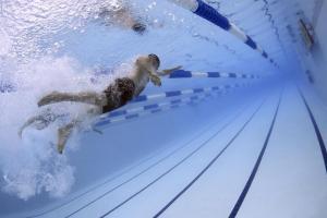 Habis Makan Langsung Berenang, Bahayakah?