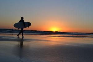 Wow! 'Night Surfing' Digelar di Pantai Wedi Awu