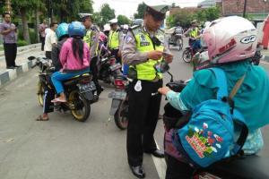 Razia, Polres Situbondo Berlakukan Sidang Tilang di Tempat