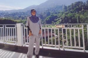 Diet Kenyang ala Presenter Dewi Hughes